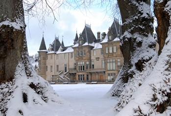 Callendar House and Park in the snow